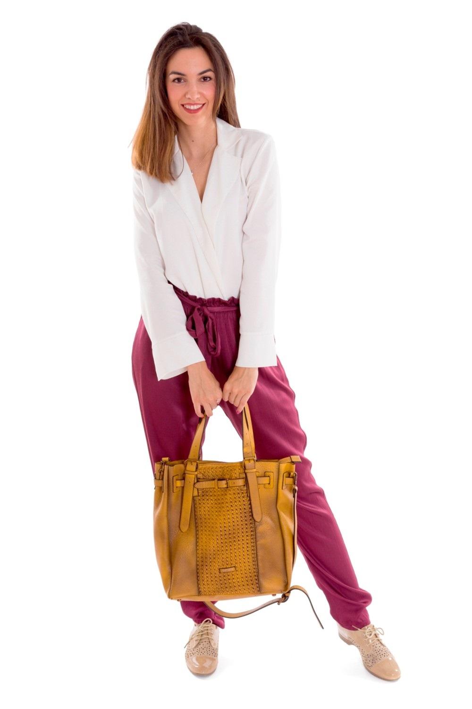 "<img alt=""Bolso de mujer MARTINA K color mostaza dos asas trenzado""src=""Bolso de mujer color mostaza MARTINA K referencia mk19166.jpg"">"